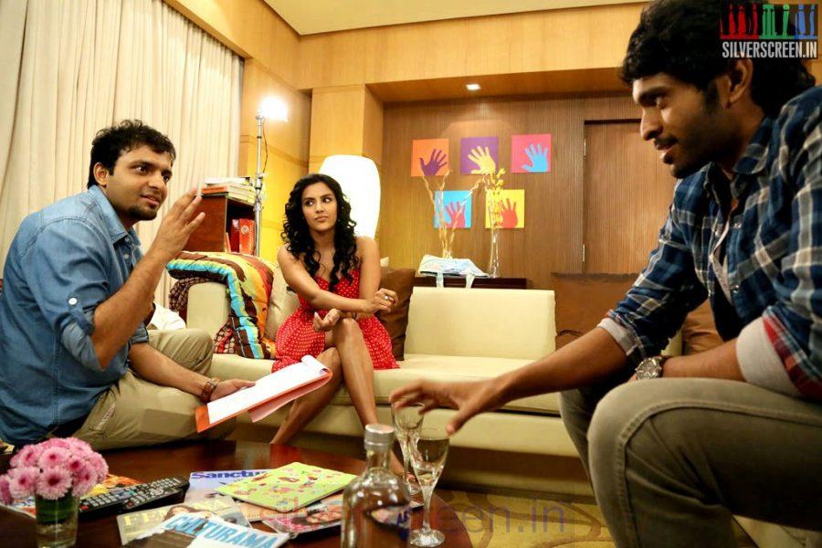 Director Anand Shankar, Vikram Prabhu and Priya Anand in Arima Nambi Movie Working Stills