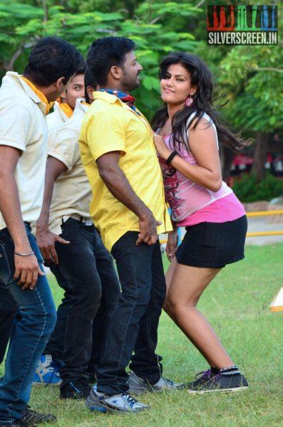 Kandarvar starring Kadhir and HoneyRose