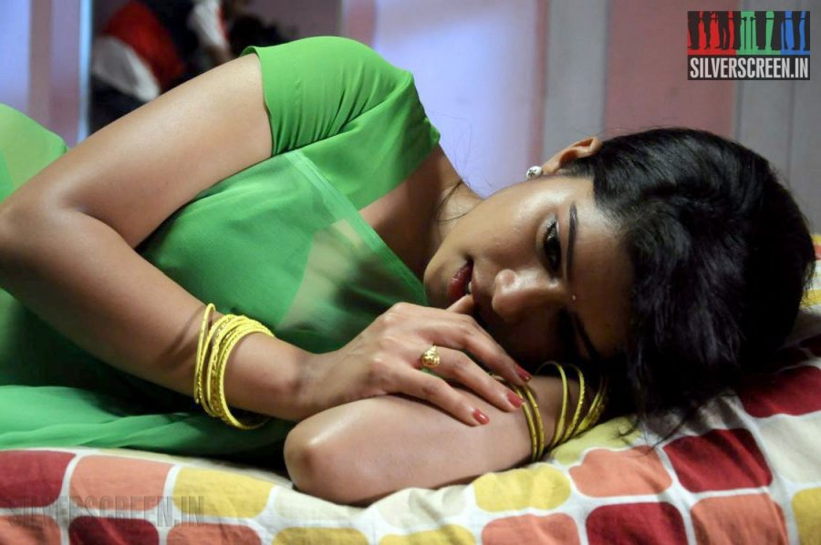 Nilaavukku 2 Seattu Movie Stills starring Dhuruv and Aarathya