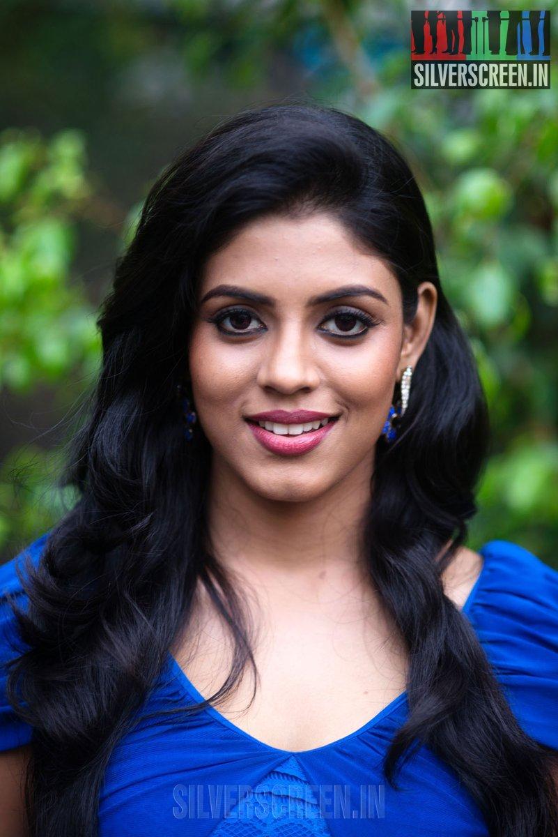 Naan Sigappu Manithan – Press Meet | Silverscreen.in Naan Sigappu Manithan Lakshmi Menon Hot Stills