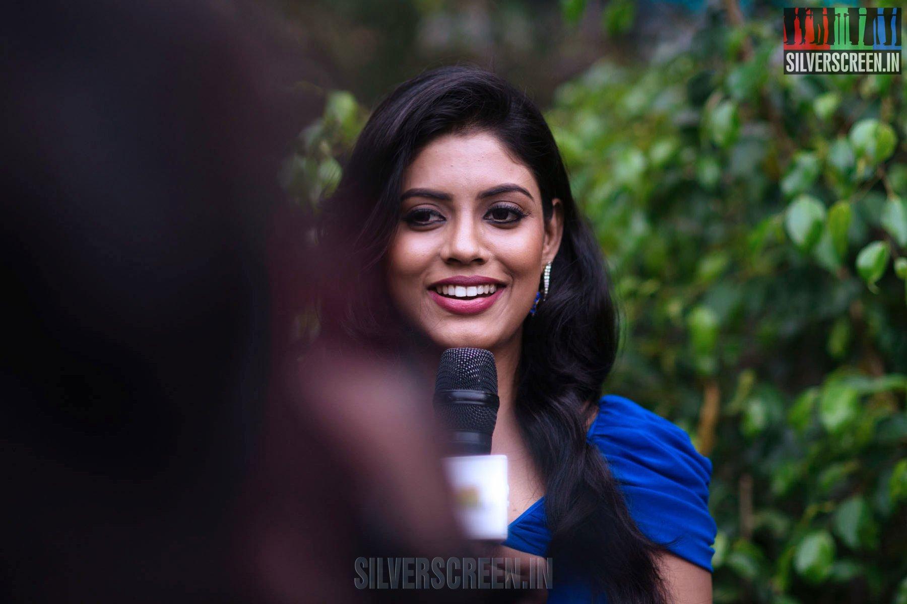 Naan Sigappu Manithan – Press Meet   Silverscreen.in Naan Sigappu Manithan Lakshmi Menon Kiss