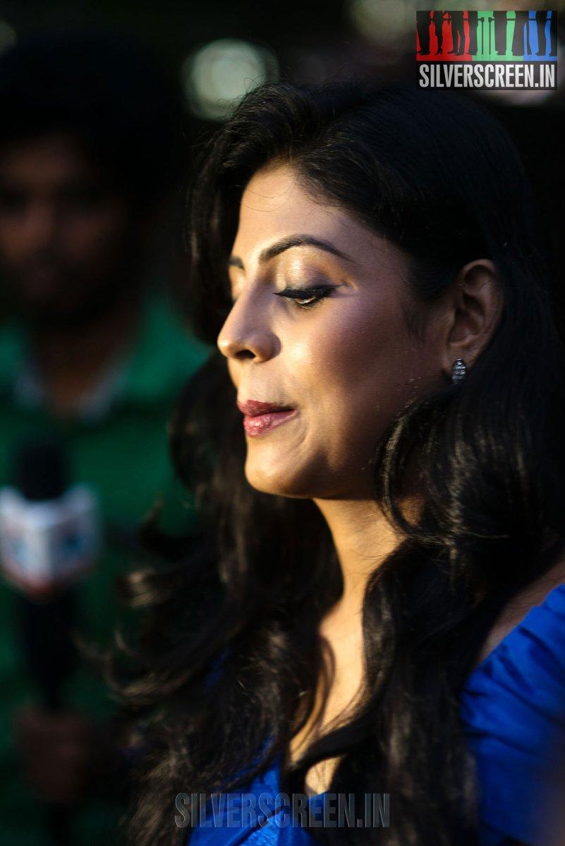 Naan Sigappu Manithan – Press Meet | Silverscreen.in Naan Sigappu Manithan Lakshmi Menon Kiss