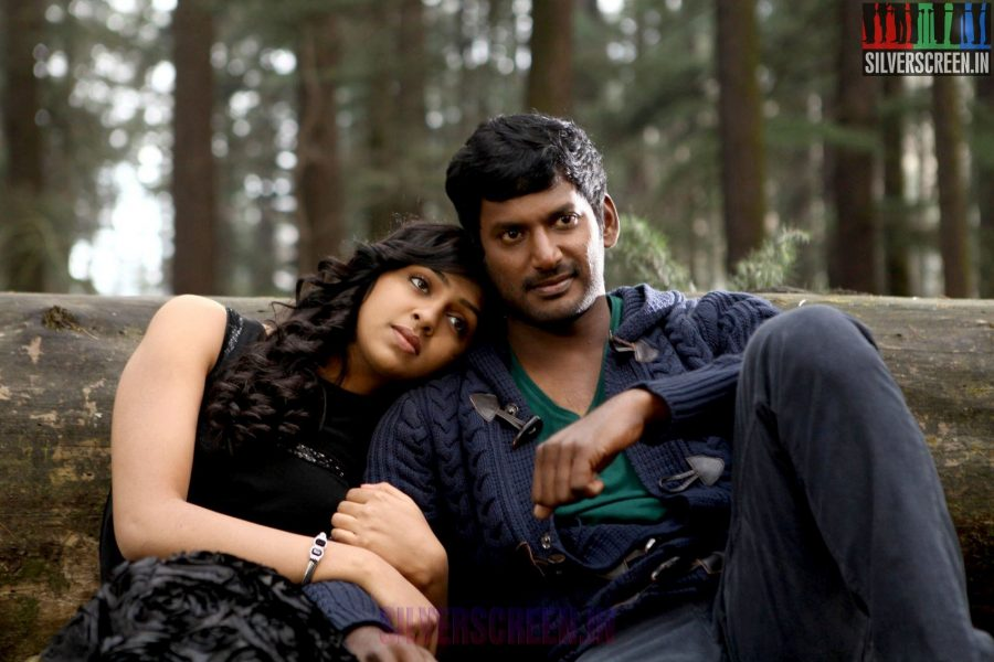 Review : Naan Sigappu Manithan – Silverscreen.in Naan Sigappu Manithan Tamil Movie