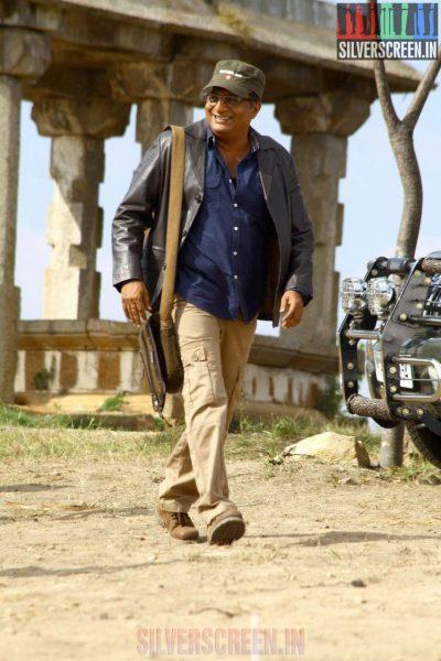 Prakash Raj in Un Samayal Arayil Movie Stills