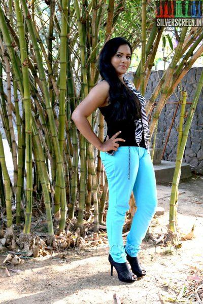 Actress Ria at the Manam Mayanguthey Press Meet