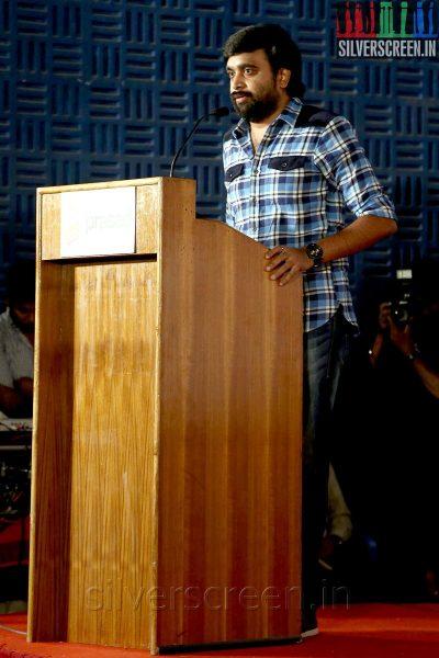 Director M Sasikumar at the Thalaimuraigal Team Press Meet showing their National Award for 2013