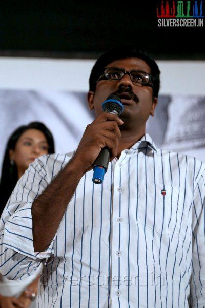 Thalaimuraigal Team Press Meet with Director M Sasikumar showing their National Award for 2013