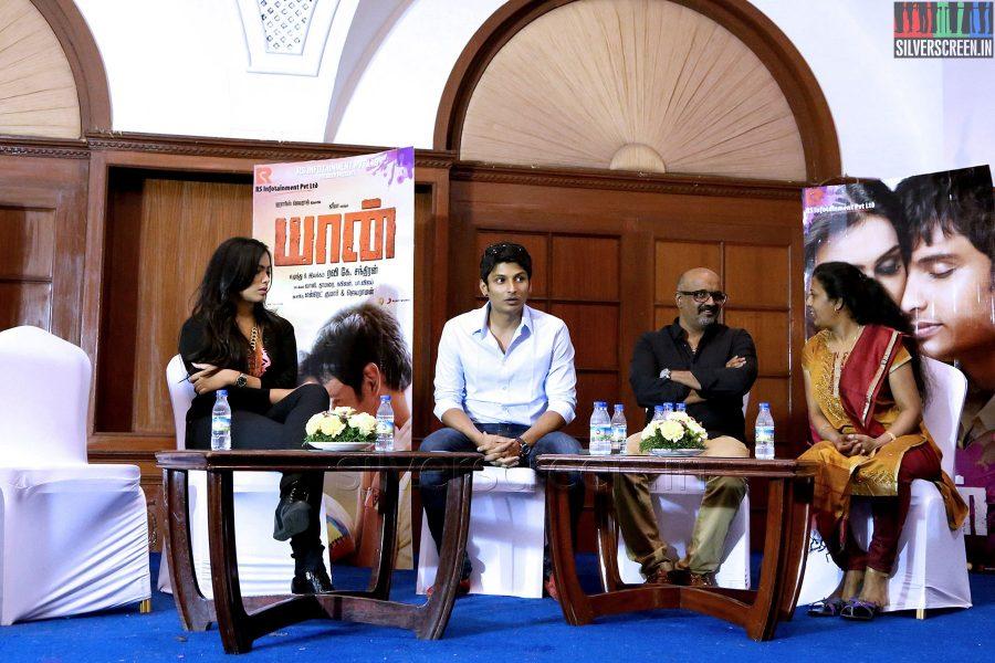 Actor Jiiva, Ravi K Chandran, Thamarai, Thulasi Nair and Elred Kumar at the Yaan Press Meet