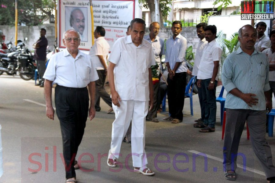 Producer AVM Saravanan at Director Ramanarayanan's Funeral