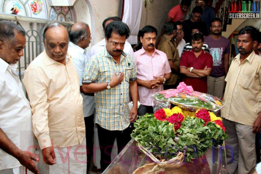 Director Perarasu and Actor R Pandiarajan at Director Ramanarayanan's Funeral