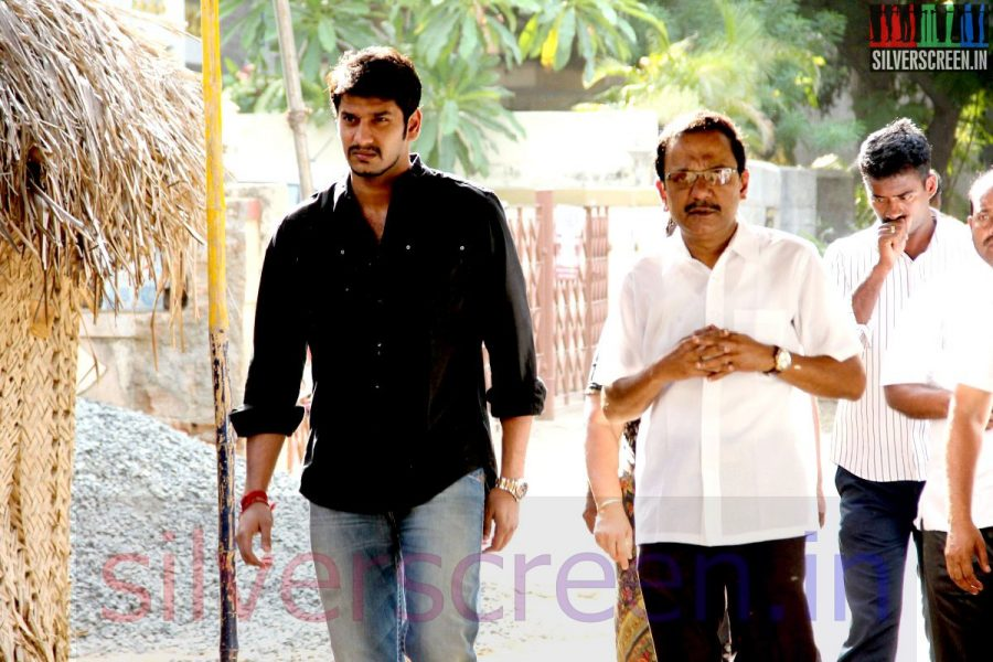 Actor Arulnithi at Director Ramanarayanan's Funeral