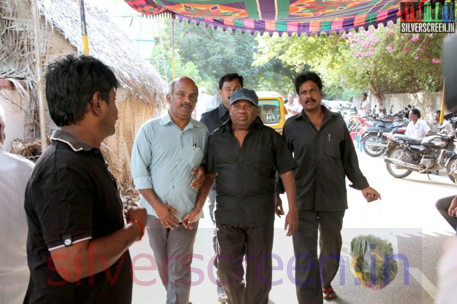 Actor Senthil at Director Ramanarayanan's Funeral