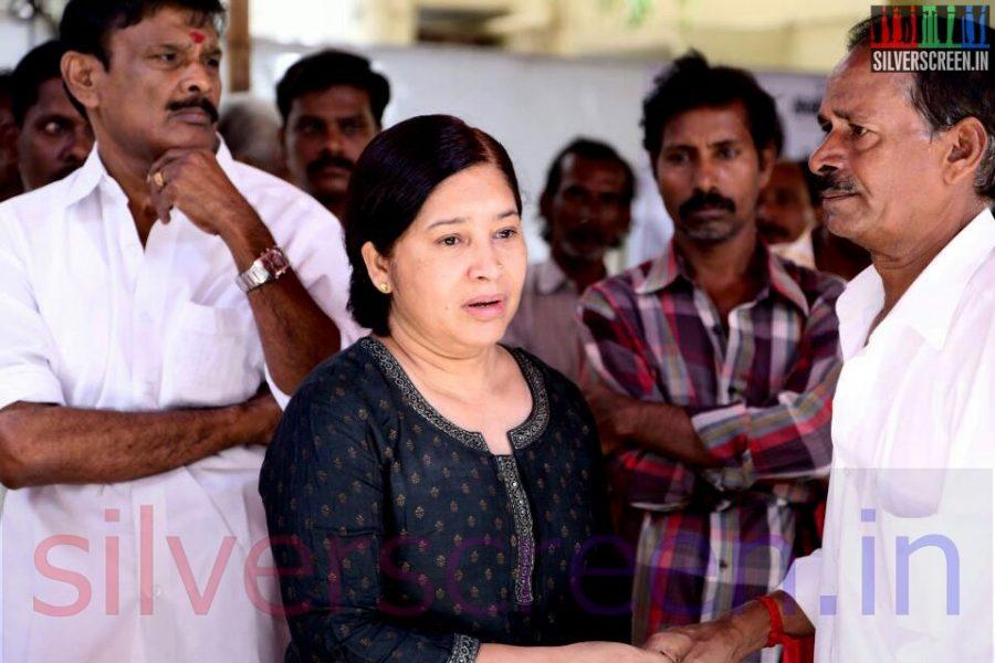 Actress Kovai Sarala at Director Ramanarayan Funeral