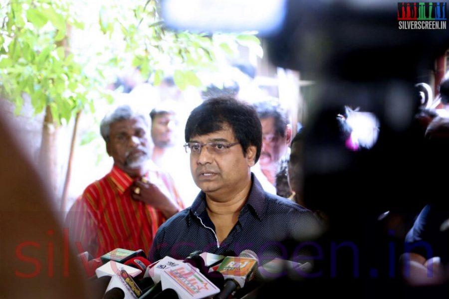 Actor Vivek at Director Ramanarayanan's Funeral