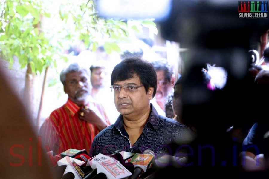 Actor Vivek at Director Ramanarayanan's Funeral