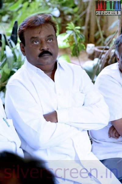Actor Vijayakanth at Director Ramanarayanan's Funeral