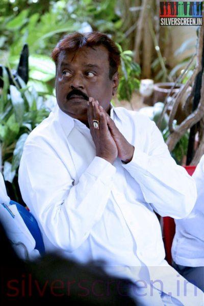 Actor Vijayakanth at Director Ramanarayanan's Funeral