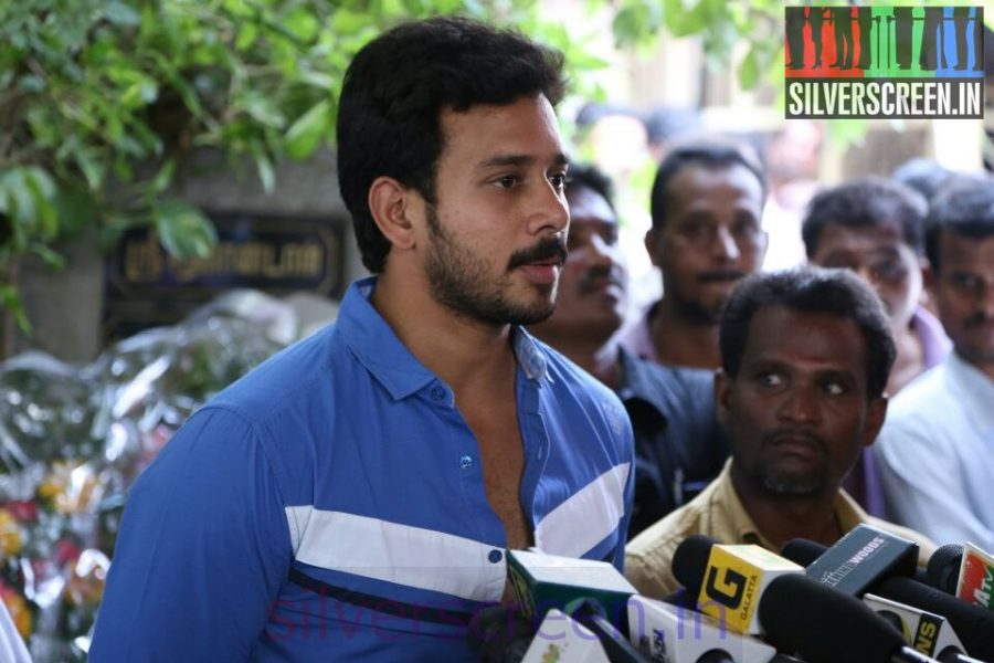 Actor Bharath at Director Ramanarayanan's Funeral