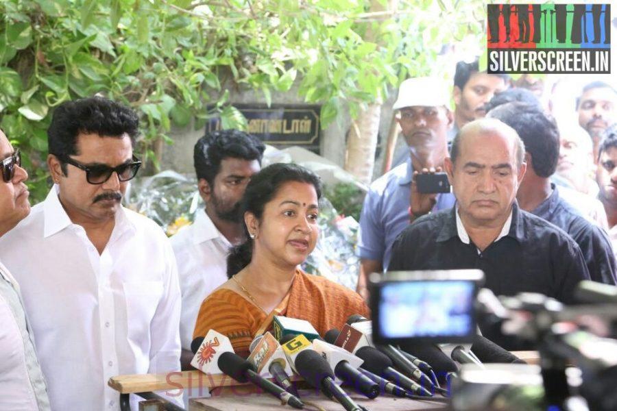 Actor Sarathkumar, Radhika Sarathkumar, Vijayakumar at Director Ramanarayanan's Funeral