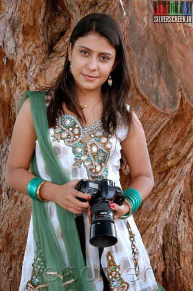 Actress Preethi Vij in Enna Pidichirukka Movie Stills