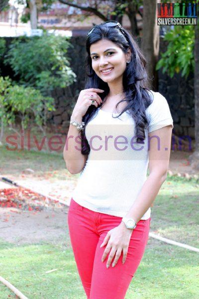 Actress Manisha at Irukku Aana Illa Movie Press Show