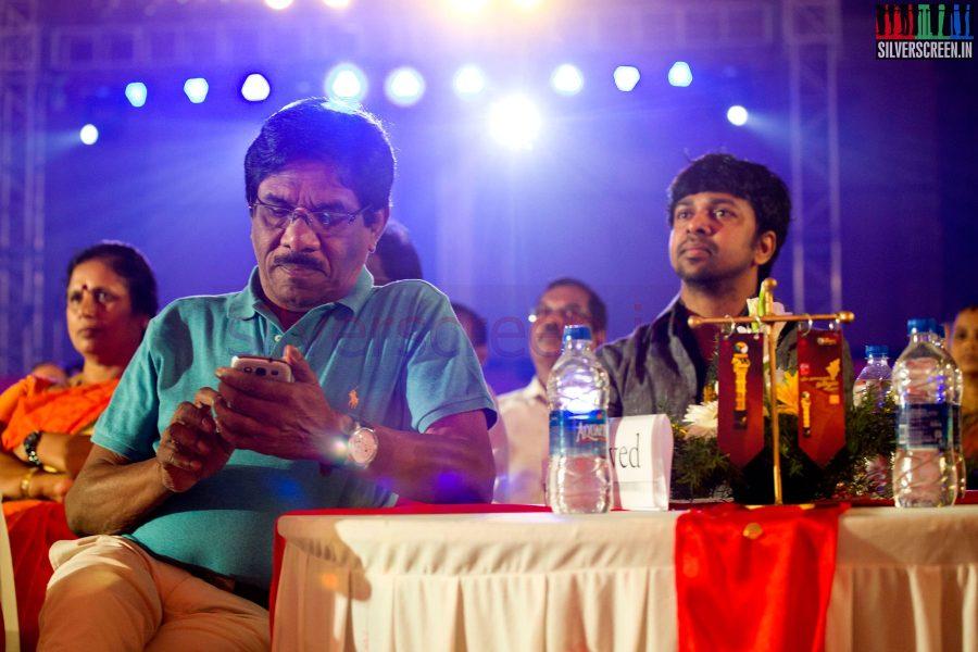 Lyricist Madhan Karky and Bharathiraja at the Puthiyathalaimurai (Puthiya Thalaimurai) Tamizhan Awards 2014