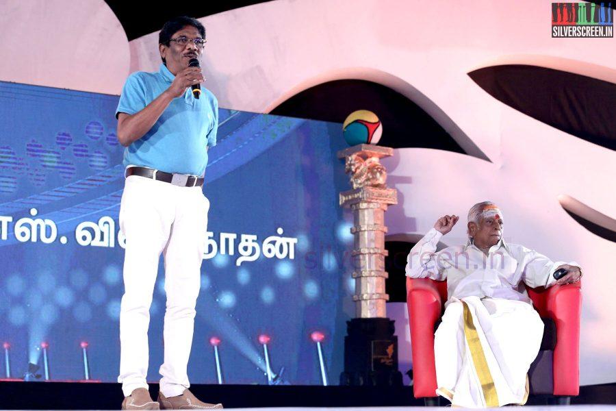 M S Viswanathan and Director P Bharathiraja at the Puthiyathalaimurai (Puthiya Thalaimurai) Tamizhan Awards 2014
