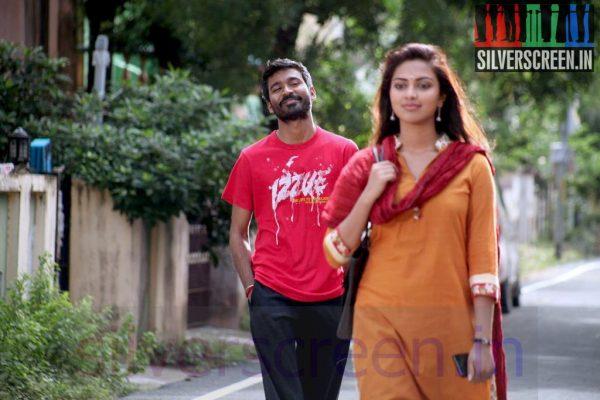 Actor Dhanush and Actress Amala Paul in Velaiyilla Pattathari Movie Stills