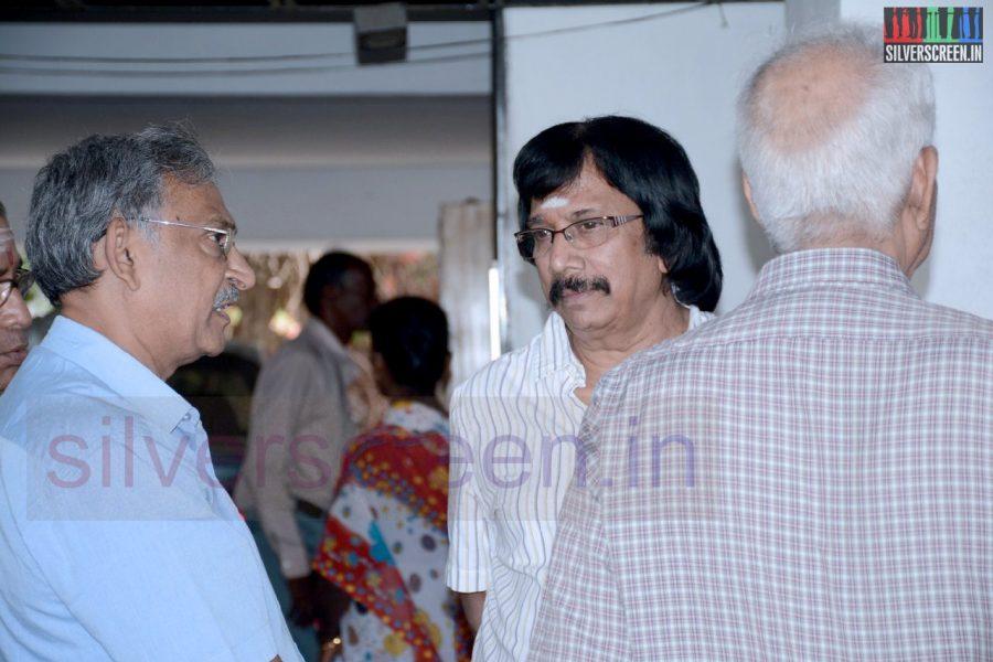 celebrities-k-balachander-son-bala-kailasam-funeral-stills-007
