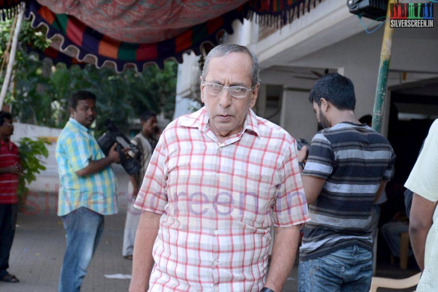 celebrities-k-balachander-son-bala-kailasam-funeral-stills-011