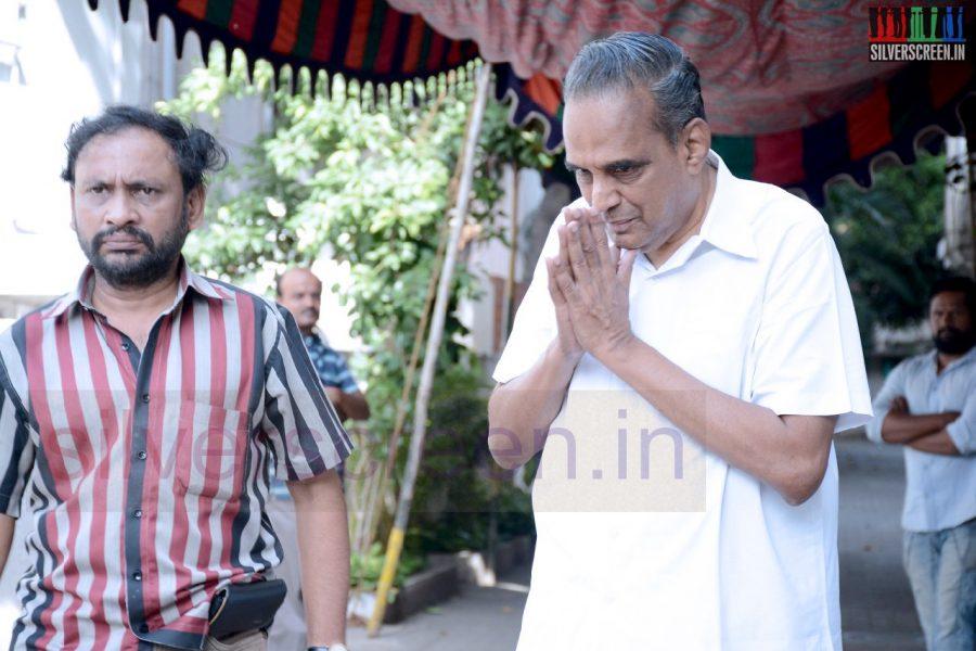celebrities-k-balachander-son-bala-kailasam-funeral-stills-013