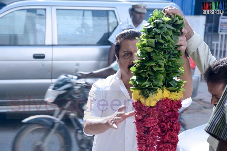 celebrities-k-balachander-son-bala-kailasam-funeral-stills-019