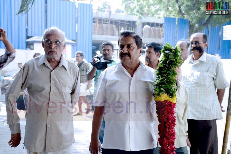 celebrities-k-balachander-son-bala-kailasam-funeral-stills-020