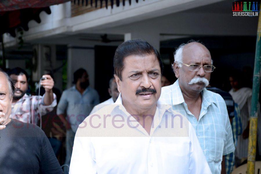 celebrities-k-balachander-son-bala-kailasam-funeral-stills-025