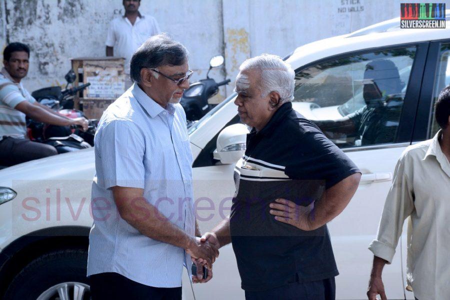 celebrities-k-balachander-son-bala-kailasam-funeral-stills-034