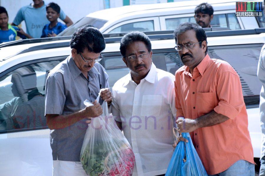 celebrities-k-balachander-son-bala-kailasam-funeral-stills-039