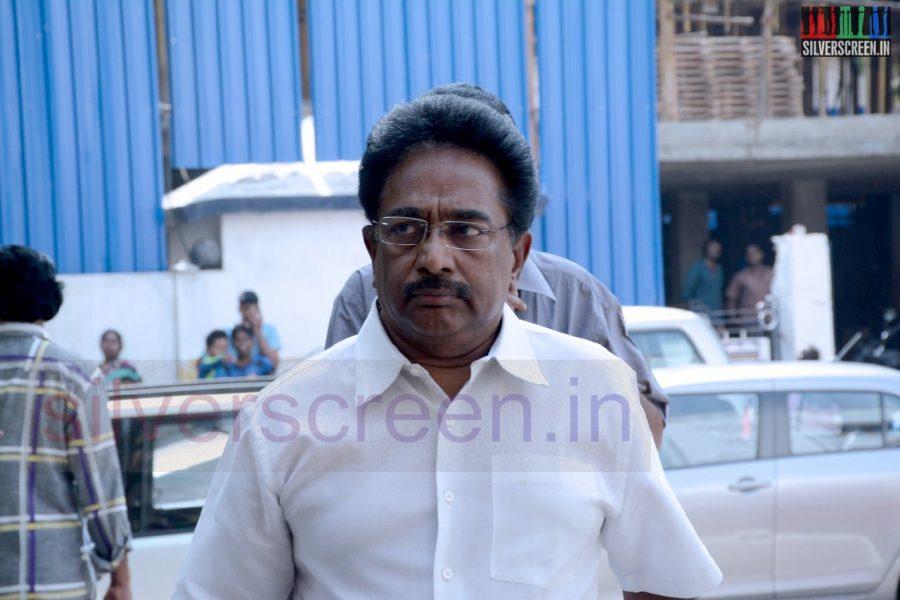 celebrities-k-balachander-son-bala-kailasam-funeral-stills-042
