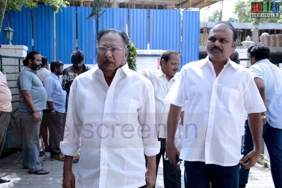 celebrities-k-balachander-son-bala-kailasam-funeral-stills-046