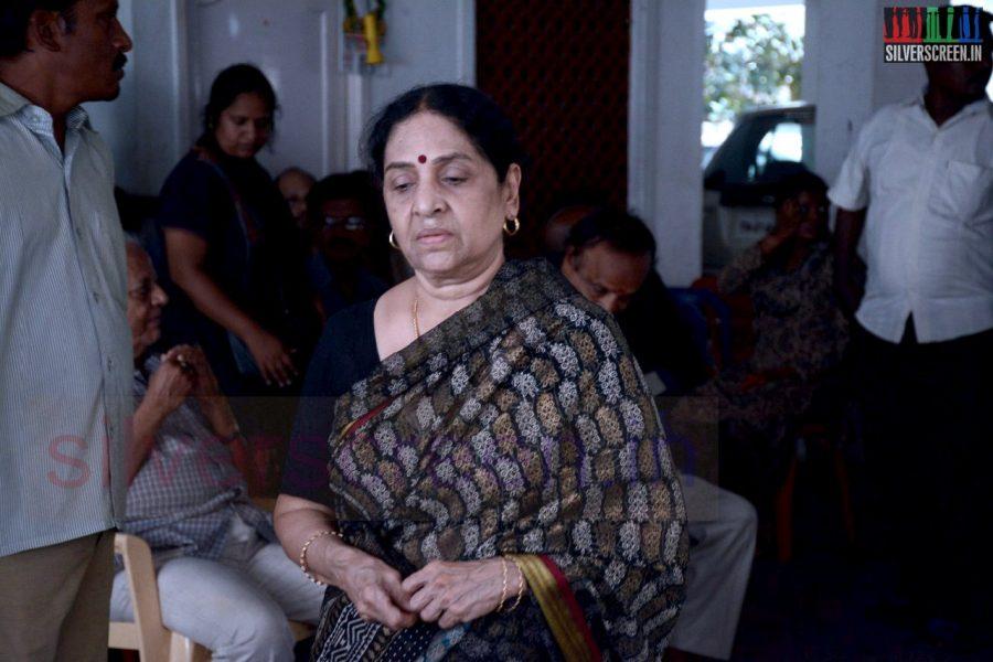 celebrities-k-balachander-son-bala-kailasam-funeral-stills-051