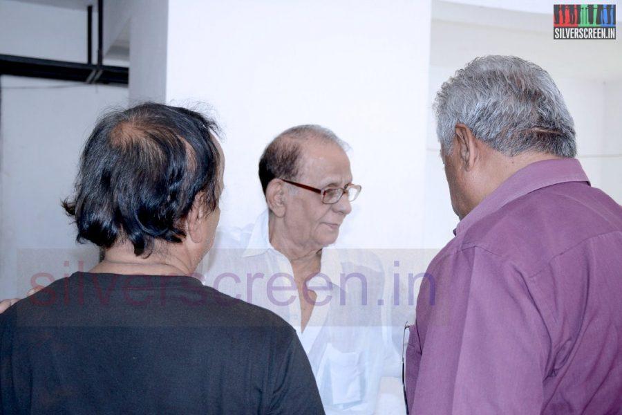 celebrities-k-balachander-son-bala-kailasam-funeral-stills-059