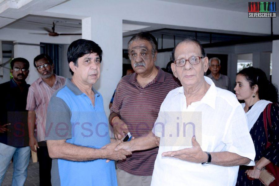 celebrities-k-balachander-son-bala-kailasam-funeral-stills-061