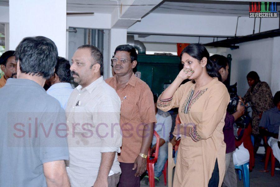 celebrities-k-balachander-son-bala-kailasam-funeral-stills-063