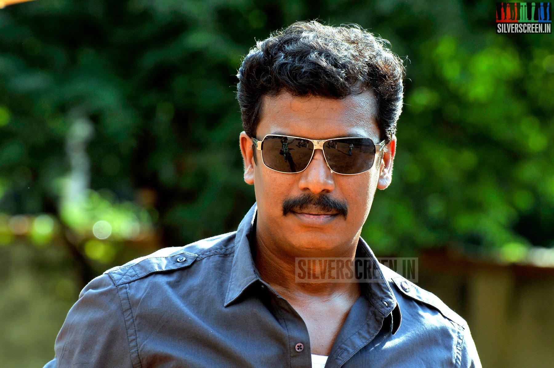 Samuthirakani Interview Kadhai Thiraikadhai Vasanam