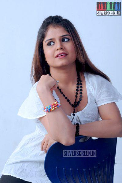 yaavum-kadhale-movie-stills-026