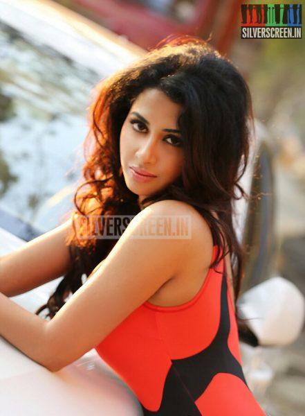 actress-gayathri-iyer-photoshoot-stills-010