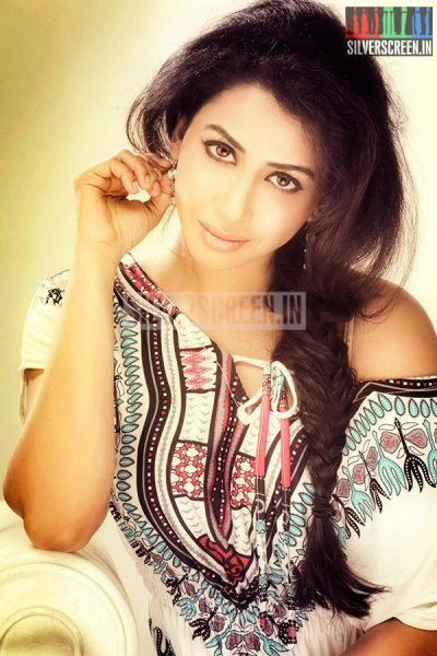 actress-gayathri-iyer-photoshoot-stills-013