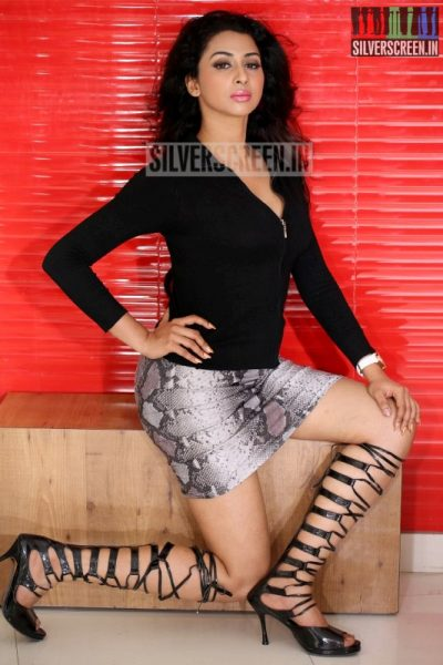 actress-gayathri-iyer-photoshoot-stills-023