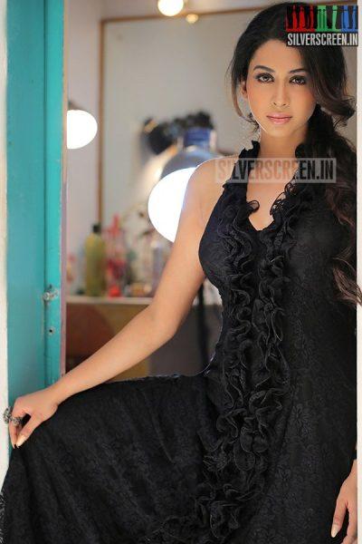 actress-gayathri-iyer-photoshoot-stills-026