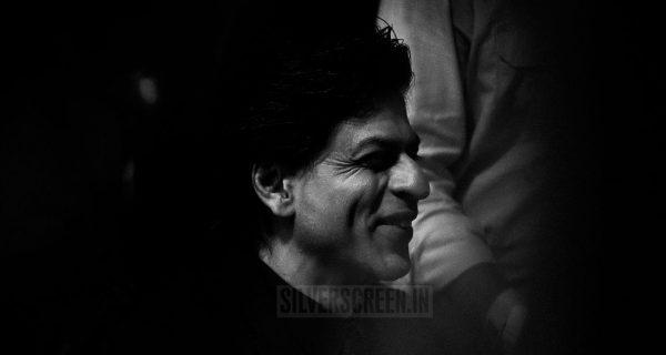 Shah Rukh Khan considers himself for the best Speaker-in-Circles Award