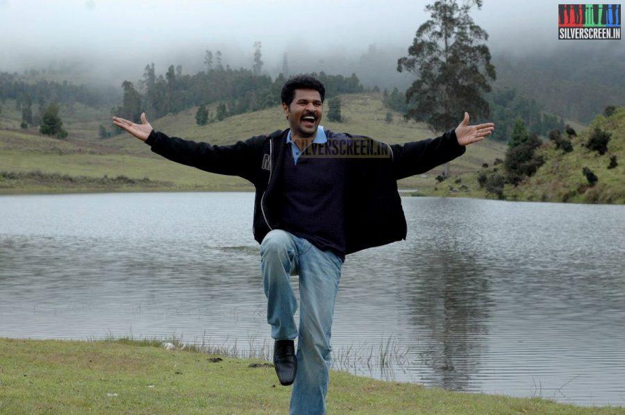 kalavaadiya-pozhuthugal-movie-stills-009